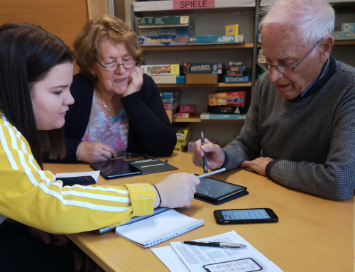 Schüler der HAK Lienz machen Senioren Fit für Internet, Smartphone und Co.